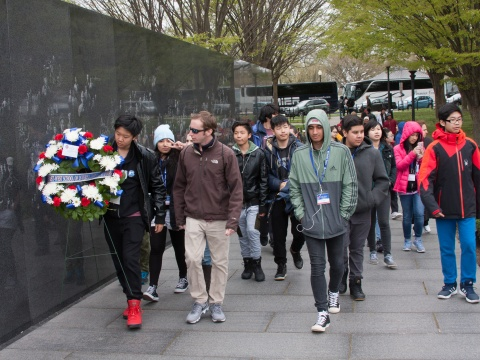 2017-04-06-EWSIS-WashingtonDCTrip-WreathLaying-2.jpg